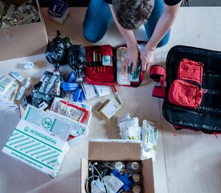 A rescue bag is being packed for a deployment. ©Christoph Löffler