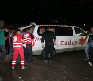 A rescue team from Heyva Sor evacuates injured fro Serekanyie into a CADUS ambulance.